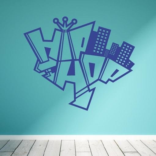 Primer izgleda vijolične samolepilne stenske nalepke Hip Hop na zeleni steni.