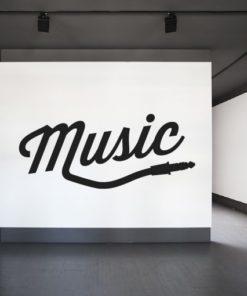 Primer izgleda črne samolepilne stenske nalepke Music plug na beli steni.