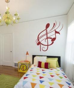 Primer izgleda rdeče samolepilne stenske nalepke Note 1 na beli steni v otroški sobi.