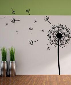 Primer izgleda črne stenska nalepka Regradova lučka 2 na beli steni v dnevni sobi.