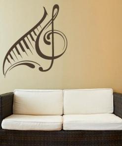 Primer izgleda čokoladno rjave samolepilne stenske nalepke Violinski ključ in klavir 2 na bež steni.