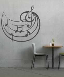 Primer izgleda grafitno sive samolepilne stenske nalepke Violinski ključ in note na sivi steni.