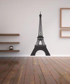 Primer izgleda črne samolepilne stenske nalepke Eifflov stolp na beli steni v dnevni sobi.