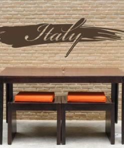 Primer izgleda čokoladno rjave samolepilne stenske nalepke Italy packa na opečnati steni v jedilnici.