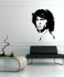 Primer izgleda črne samolepilne stenske nalepke Jim Morisson na beli steni v dnevni sobi.