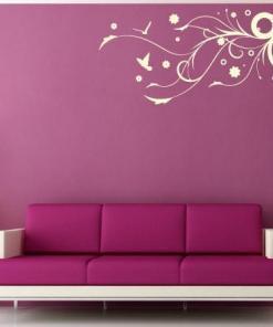 Primer izgleda bež samolepilne stenske nalepke Krogi 3 na roza steni v dnevni sobi.