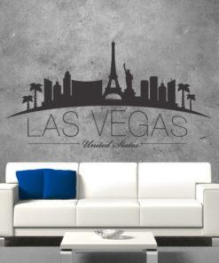 Primer izgleda črne samolepilne stenske nalepke Las Vegas zaviti na sivi steni nad sedežno v dnevni sobi. Na nalepki piše: Las Vegas, United Sates
