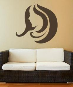 Primer izgleda rjave samolepilne stenske nalepke Ženska pričeska 3 na bež steni v dnevna sobi.