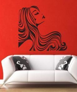 Primer izgleda črne samolepilne stenske nalepke Ženska pričeska 4 na rdeči steni v čakalnici.