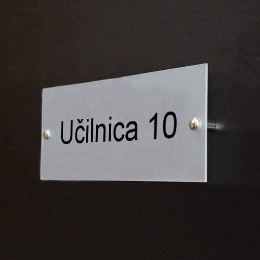 Primer tablice z imenom učilnica 10.
