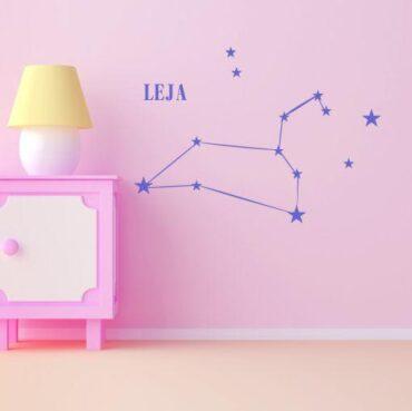 Primer vijolične otroške stenske nalepke horoskop lev.