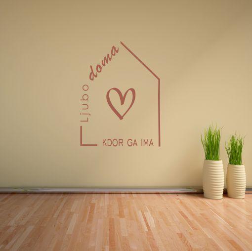 Primer družinske stenske nalepke Ljubo doma kdor ga ima srček
