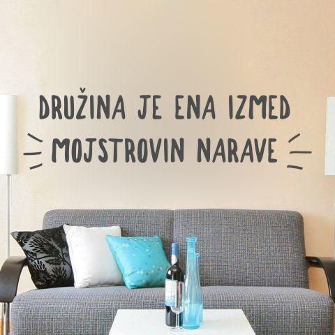 Primer slovenske stenske nalepke Družina je ena izmed mojstrovin narave