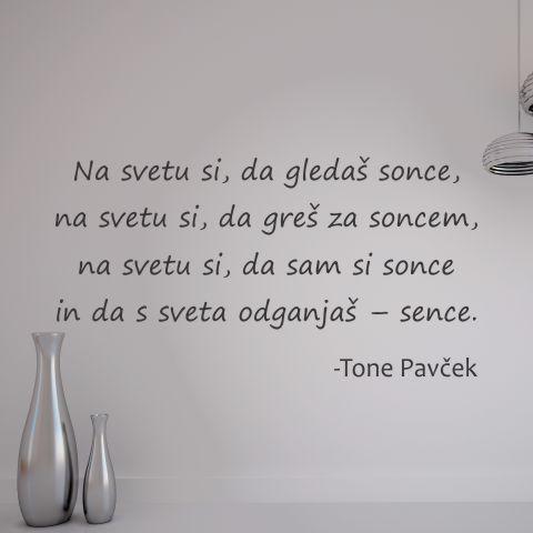 Primer slovenske stenske nalepke na svetu si, da greš za soncem od Tone Pavček.