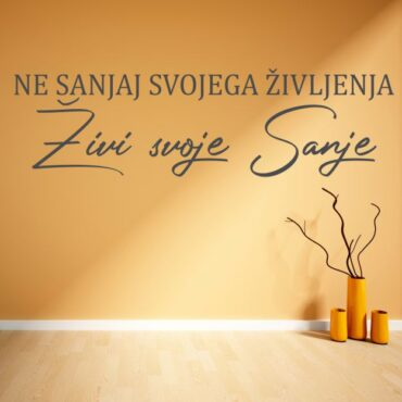 Slovenska stenska nalepka Ne sanjaj svojega življenja živi svoje sanje